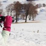 Jeune fille espionnant un renard