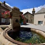 La vieille fontaine et l'église